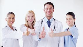 小组有赞许的医生 股票录像