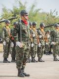 小组有预先形成皇家泰国海军,梭桃邑海军基地,春武里市,泰国的军事游行海军剑的海军陆战队员 免版税图库摄影