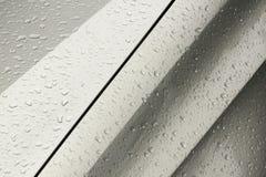 小滴样式和纹理在湿机动车 库存图片