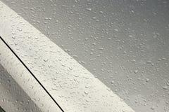 小滴样式和纹理在湿机动车 免版税库存图片