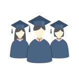 小组毕业褂子和灰泥板的学生 免版税库存图片