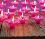 小组灼烧的蜡烛 免版税库存图片