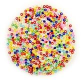 小玻璃珠宏指令在被分类的颜色的 库存照片