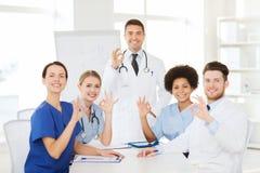 小组介绍的医生在医院 免版税库存图片