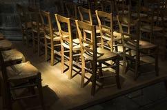 小组秸杆椅子由木头制成 库存照片
