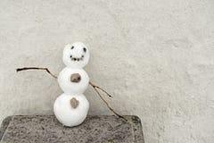 小滑稽的雪人 免版税库存照片