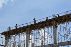 小组建筑工人制造的射线模板 免版税库存照片