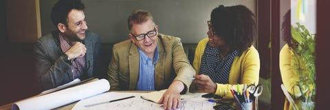小组建筑师会议计划图纸概念 免版税库存照片