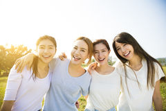 小组年轻美好妇女微笑 免版税库存图片