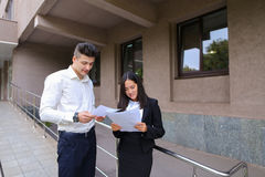 小组年轻聪明的企业亚裔专家,国际 免版税库存图片