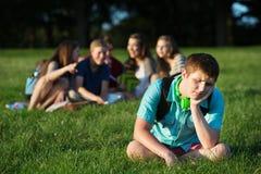 小组胁迫青少年 免版税库存图片