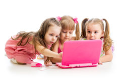 小组膝上型计算机的孩子朋友 库存图片