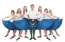 小组苏格兰人舞蹈的舞蹈家 免版税库存图片