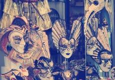 小组葡萄酒威尼斯式狂欢节面具,威尼斯 库存照片