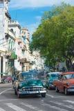 小组葡萄酒汽车在哈瓦那 免版税库存图片