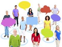 小组连接主题的图片的不同种族的人与 免版税库存图片