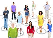 小组连接主题的图片的不同种族的人 库存照片