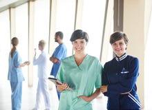 小组医院的医护人员 库存照片