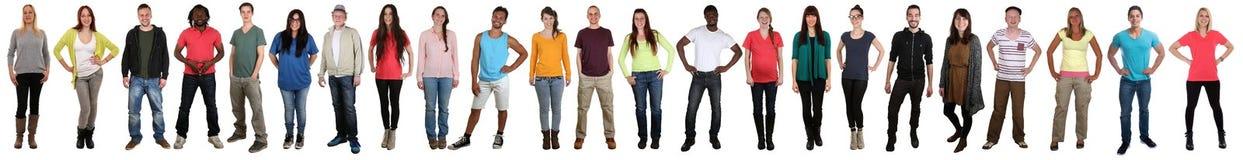 小组青年人微笑的愉快的多文化多种族f 免版税库存照片