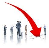 小组面对企业危机的商人 免版税库存照片