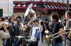 小组年轻音乐家在巴黎 免版税库存图片