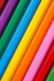 小组颜色铅笔垂直的关闭上升 库存照片