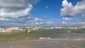 小组风帆冲浪者在海 库存图片