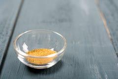 小茴香Cuminum cyminum在碗的食品成分 库存图片