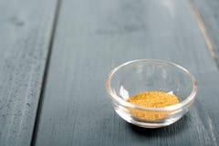 小茴香Cuminum cyminum在碗的食品成分 免版税库存图片