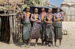小组从Arbore部落,埃塞俄比亚的少妇 图库摄影