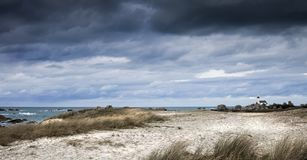小ligthouse海岸线在布里坦尼,法国 库存照片