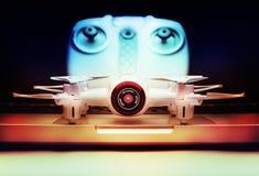 小Quadrocopter寄生虫机器人演播室工作白色 库存图片