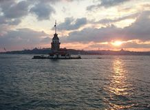 少女塔和Bosphorus日落 库存图片