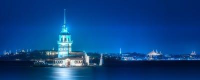少女塔在Bosphorus海峡伊斯坦布尔,土耳其 图库摄影