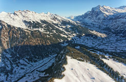 少女峰地区直升机视图在冬天 库存图片