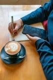 少女文字笔记垂直的照片  图库摄影