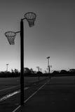 少女玩的篮球赛 库存图片