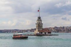 少女` s塔在Bosphorous的Kiz Kulesi在伊斯坦布尔,土耳其 免版税库存图片