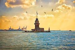 少女` s塔或Kizkulesi -伊斯坦布尔, Turkye著名古迹  图库摄影