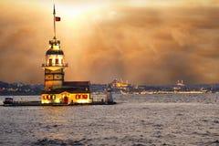 少女` s塔kiz kulesi在伊斯坦布尔 免版税图库摄影