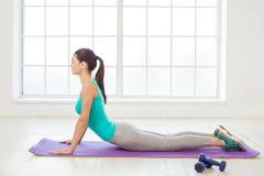 少妇体育锻炼健康生活方式概念 库存照片