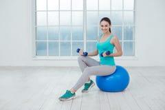少妇体育锻炼健康生活方式概念 免版税库存照片