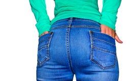 少妇佩带的蓝色牛仔裤背面图  免版税库存照片