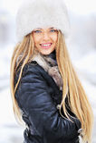 少妇冬天画象裘皮帽的 图库摄影