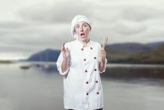 少妇厨师被淹没,她有很多probems 库存照片