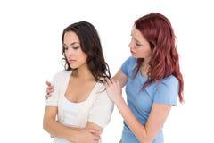 少妇可安慰的女性朋友 免版税库存照片