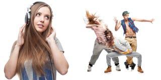少妇听的音乐和小组背景的舞蹈家 免版税库存照片