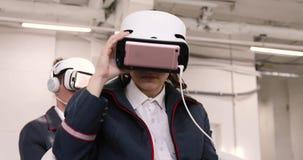 少妇和人VR耳机indoores的 影视素材