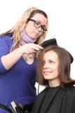 少妇和美发师 免版税库存照片