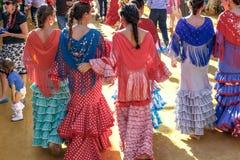 少妇在传统服装穿戴了在塞维利亚` s 4月市场 免版税图库摄影